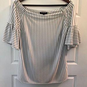 Off-shoulder blouse. Banana Republic M